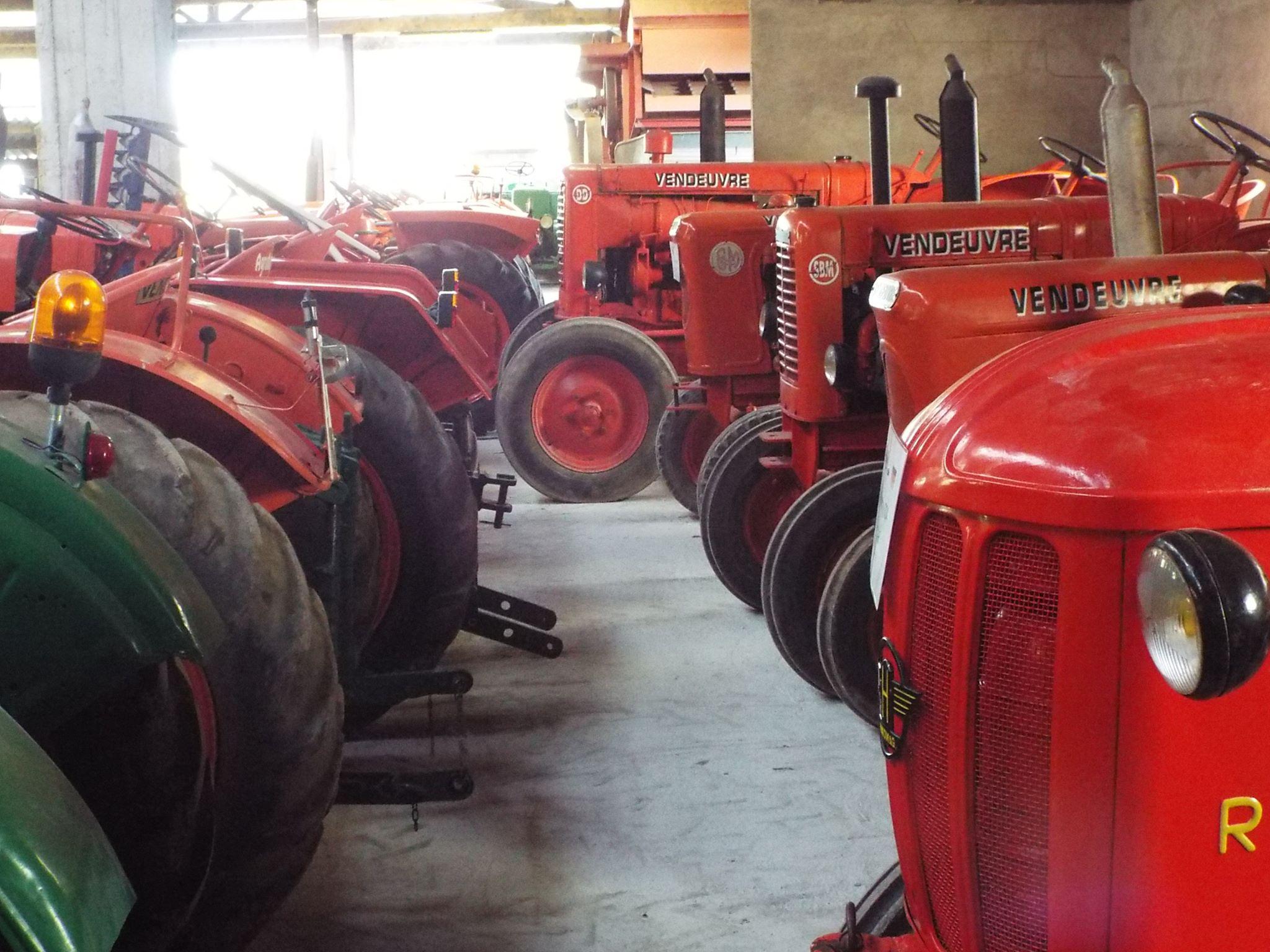 Tracteurs du musée de la ferme Gratebio